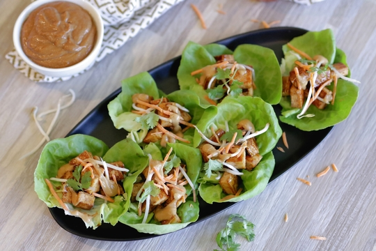 Tofu Lettuce Wrap with Easy Peanut Sauce